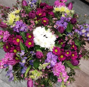 Bouquet de fleurs de saison rose et parme